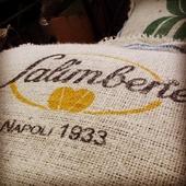 Selezioniamo i migliori caffè crudi per le nostre miscele, dal 1933.  #caffesalimbene #salimbene #greencoffee #caffecrudo #italiancoffee #coffeelovers #juta #jutabag #branded #italianbrand