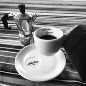 È l'ora di un buon caffè!  Ordina online Caffè Salimbene, spedizione gratuita in tutta Italia per ordini superiori a € 45.  Consegna in 24h  Repost @ameena_gre  #caffesalimbene #caffe #espresso #espressoitaliano #moka #mokalovers #salimbene #salimbeneespresso #italiancoffee #italianespresso